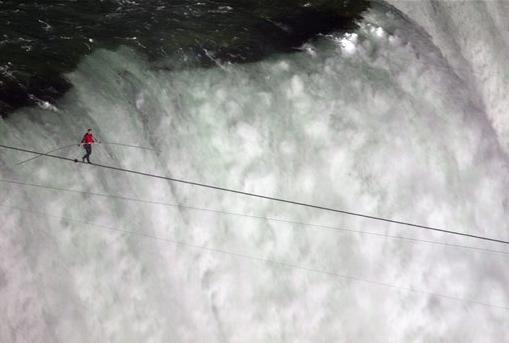 Tightrope_Walker_over_Falls